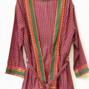 veste kimono gris et rouge