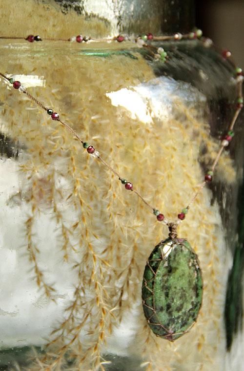 collier talisman rubis zoisite